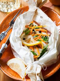 Cod papillote and vegetable julienne - Fish Recipes Cod Recipes, Tilapia Recipes, Meat Recipes, Dinner Recipes, Mediterranean Recipes, Fish Dishes, Main Dishes, Weigth Watchers, Fish Recipes