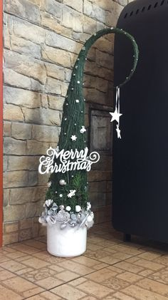 Grinch Trees, Grinch Christmas Tree, Christmas Balls, Xmas Tree, Christmas 2019, Christmas And New Year, Diy And Crafts, Christmas Crafts, Christmas Decorations