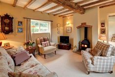 Cosy living room - very nice. Cottage Living Rooms, My Living Room, Home And Living, Living Room Decor, Small Living, Small Cottage Interiors, English Cottage Interiors, Style At Home, Country Lounge