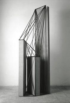 89-025 Spazi di ferro n. 46, 1989, Cemento e ferro , 170 × 60 × 42 cm