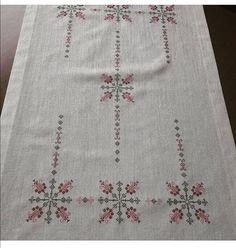 Beyza Cross Stitch Embroidery, Cross Stitch Patterns, Diy And Crafts, Paper Crafts, Bargello, Cross Stitch Flowers, Sewing Hacks, Bohemian Rug, Blackwork