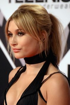 Sorry, Justin Bieber: Can We Talk About Hailey Baldwin's Beauty Vibe for a Second? # Hairstyles with bangs Sorry, Justin Bieber: Can We Talk About Hailey Baldwin's Beauty Vibe for a Second? Blonde Makeup, Hair Makeup, Hot Hair Styles, Curly Hair Styles, Prevent Grey Hair, Unwanted Hair, Light Hair, Light Bangs, Hairstyles With Bangs