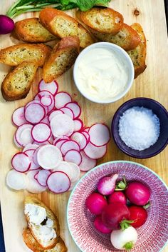 The French-Inspired Hor D'oeuvre That Should Be At Every Party The french appetizer recipe that works for every party French Appetizers, Potato Appetizers, Appetizers For Party, Appetizer Recipes, Tailgate Appetizers, Simple Appetizers, Healthy Appetizers, French Dinner Parties, French Cocktails