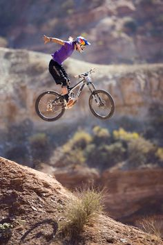 Brandon Semnuk pulling a suicide nohander at Red Bull Rampage.