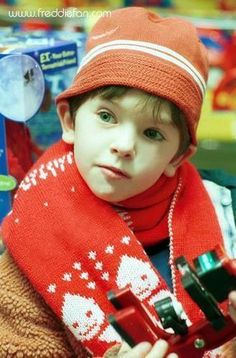 little Freddie Highmore cutest kid in the world to me. So sad he's not so little anymore