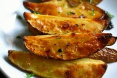 These are wonderful. The video is not so appealing, but the potatoes are perfect. Greek Style Roasted Potatoes are packed full of lemon and garlic flavor. Enjoy these crunchy and crisp potatoes with this easy to make recipe. Roasted Potato Recipes, Roasted Potatoes, Baked Potato, Greek Style Potatoes, Greek Lemon Potatoes, Lemon Soup, Vegetarian Recipes, Cooking Recipes, Cooking Food