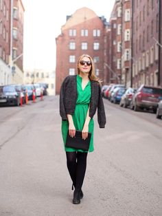 Vihreää kevätrakkautta | The green dress by & Other Stories, Väska clutch - Pupulandia | Lily.fi