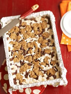Ooey, Gooey, Chewy S'more Bars These fantastic dessert bars have a crust like an oatmeal cookie, an inside gushing with marshmallow, and delicious chocolate on top.