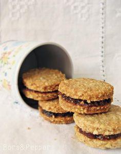 A blogomon már megtalálható a  legremekebb zabpelyhes keksz  receptje, amit még mindig állítok, hogy valóban a legremekebb, telis-tele dióv... Food To Make, Biscuits, Good Food, Paleo, Food And Drink, Low Carb, Sweets, Healthy Recipes, Snacks