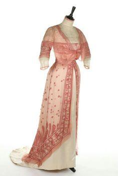 Robe de soirée en mousseline brodée, ca. 1910