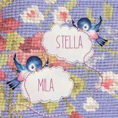 retro Geboortekaartje Stella/Mila- Tweelingkaartje met vogeltjes en een geborduurde achtergrond - Petit Konijn