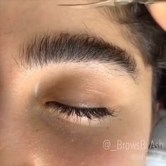 Insane brow transformations😱 So dope! By: - Insane brow transformations😱 So dope! By: Insane brow transformations😱 So dope! Zendaya Eyebrows, Mircoblading Eyebrows, Eyebrows Goals, Plucking Eyebrows, How To Draw Eyebrows, Natural Eyebrows, Drawing Eyebrows, Thicker Eyebrows, Blonde Eyebrows