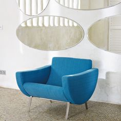 Structure pin et contreplaqué. Diy Furniture Couch, Blue Furniture, The Modern Lovers, Pierre Guariche, Decor Inspiration, Take A Seat, Mid Century Modern Furniture, Retro, Decoration