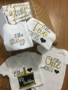 Baby shower gift Monthly baby bodysuits baby by Goosebearygifts Baby Kind, Baby Love, Baby Shirts, Onesies, Tee Shirts, 2 Birthday, Lila Baby, Everything Baby, Baby Milestones