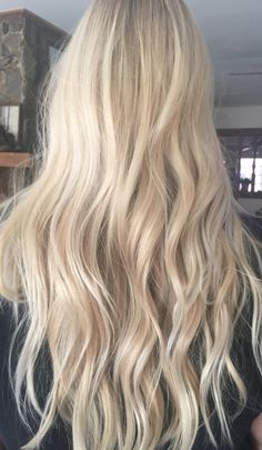 flirty blonde hair colors to try in 2019 крашенные во Perfect Blonde Hair, Ice Blonde Hair, Blonde Hair Shades, Light Blonde Hair, Blonde Hair Looks, Blonde Hair Inspiration, Hair Inspo, Aesthetic Hair, Grunge Hair