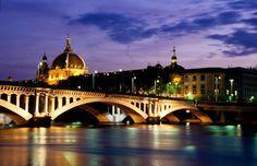 Lyon_Pont_Wilson_et_D_me_de_l_H_tel_Dieu_4_.jpg 696×450 píxels