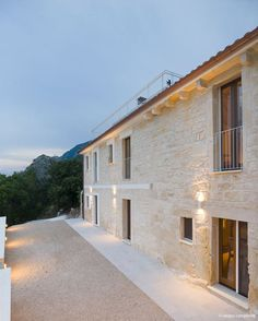 View the full picture gallery of Il Balzolo Italian Style Home, Italian Villa, Painted Concrete Floors, Painting Concrete, Small Villa, Retreat House, Stone Masonry, New Farm, Minimalist Architecture