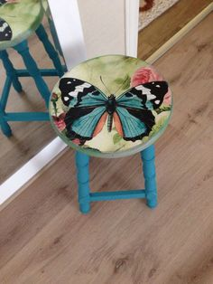 Hand painted furniture - 42 Outstanding Diy Painted Chair Designs Ideas To Try – Hand painted furniture Whimsical Painted Furniture, Hand Painted Chairs, Hand Painted Furniture, Paint Furniture, Furniture Projects, Furniture Makeover, Painted Tables, Diy Projects, Garden Furniture