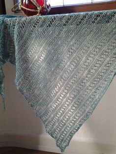 Instructions (free and paid) – creative workshop dandelion – socken stricken Knit Or Crochet, Lace Knitting, Knitting Socks, Knitting Patterns, Embroidery On Clothes, Embroidered Clothes, Knitted Shawls, Crochet Scarves, Knitting Scarves
