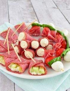 3x snelle salami hapjes - Laura's Bakery Finger Food Appetizers, Appetizers For Party, Appetizer Recipes, Snack Recipes, Cooking Recipes, A Food, Good Food, Food And Drink, Yummy Food