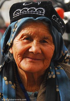 An Uyghur lady at the Sunday bazaar of Kashgar, Xinjiang province in the far west of CHINA