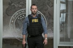 Sullivan Stapleton in Blindspot Rob Brown, Sullivan Stapleton, Covert Affairs, Ashley Johnson, Jaimie Alexander, Sully, Season 2, Under Armour, Tv Shows