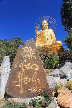 gold budda, dalat, vietnam