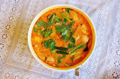 """How Do You Make Real Tom Yum Soup with Coconut Milk (""""Tom Khaa"""")?"""