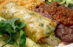 SKINNY SOUR CREAM & CHICKEN ENCHILADAS From Spark People Serve up creamy, cheesy chicken enchiladas, and no one will be late to dinner!