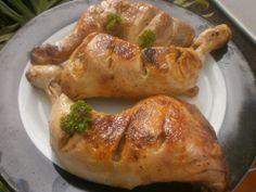MUSLOS DE POLLO ASADOS EN OLLA GM E. 3 muslos de pollo a los que les hice unas cortadas como se ve en la foto, Preparo el aliño con media cucharilla de ajo molido, sal, una cucharadita de hierbas provenzales, un chorro de aceite de oliva virgen extra zumo de 1 limón. Mezclo todo bien y pringo bien los muslos, los meto en una bolsa de asar y pongo dentro de la cubeta de la olla. Menú horno 40 minutos a 160º.  Los últimos 10 min quito la tapa de la olla, pongo tapa horno a 150º