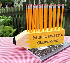 Pencil Shaped Pencil Holder- 10 DIY Wood Projects Ideas | DIY to Make