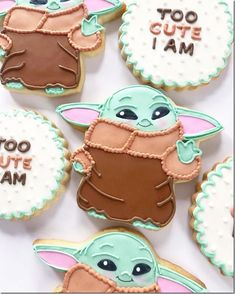 When 50 years old, you reach… look as cute, you will not! These adorable Baby Yoda cookies were made by Peapods Cookies. This set features cookies of Baby Yoda paired with cookies that say - Too Cute I Am. As the cookie says, these really are too cute! Disney Cookies, Baby Cookies, Baby Shower Cookies, Iced Cookies, Cute Cookies, Royal Icing Cookies, Cupcake Cookies, Sugar Cookies, Cookie Favors