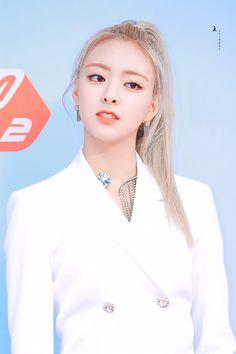 190801 MGMA #itzy #yuna South Korean Girls, Korean Girl Groups, Programa Musical, White Angel, New Girl, Snsd, Kpop Girls, Just For You, Idol