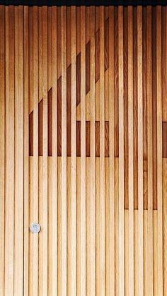 Esquadria de madeira com identificação