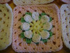Ravelry: MaryEllen's Easy Daisy Granny Square pattern by MaryEllen