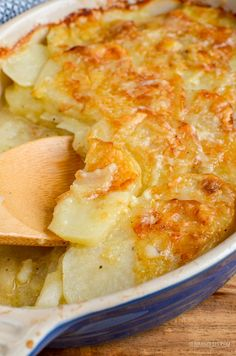 Everyone one loves a cheesy garlicky Potato Gratin and this one will not disappoint. It ticks every box and is truly scrumptious. Even better, this Delicious Potato Gratin is completely syn free when using your Slimming World Vegetarian Recipes, Slimming World Dinners, Slimming World Recipes Syn Free, Slimming World Diet, Slimming Eats, Healthy Recipes, Healthy Food, Skinny Recipes, Yummy Food