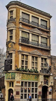 Unusual Buildings, Interesting Buildings, Amazing Buildings, London Pubs, Old London, London City, London Style, Art And Architecture, Architecture Details