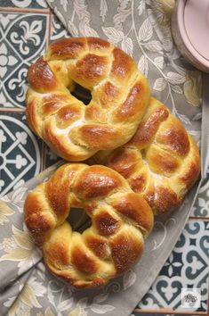 - With Flour In My Shoes - Cuddura Italian Sweet Bread. – With Flour In My Shoes - Bakery Recipes, Dessert Recipes, Cooking Recipes, Sweet Dough, Mexican Dinner Recipes, Donuts, Pan Bread, Bread And Pastries, Mo S