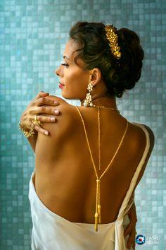 Antique style bridal jewelry.