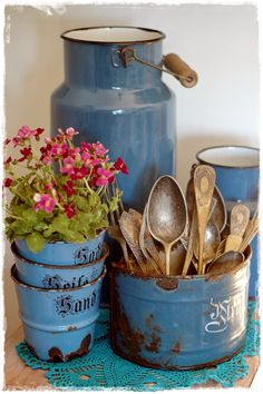 Enamelware in the kitchen, not easy to find such a lovely complete set in blue! #LaBoutiqueVintage www.laboutiquevintage.co.uk