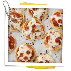 Bereidingswijze: Paprika licht bakken. Besmeer de pannenkoek met een laagje pesto of pizzasaus. Daarna versier je de pannenkoek met stukjes ham, tomaat, paprika en wat geraspte kaas en eventueel basilicum.