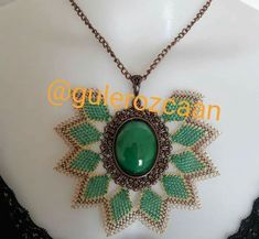 Needle Lace, Embroidery Designs, Diy And Crafts, Bling, Pendants, Pendant Necklace, Jewels, Beads, Diys
