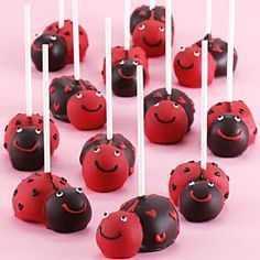 What a CUTE idea for decorating cake pops