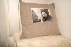 personlige puter.. fiine.. Throw Pillows, Bed, Home, Cushions, House, Decorative Pillows, Decor Pillows, Homes, Beds