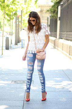 trendy_taste-look-outfit-street_style-oot-blog-blogger-moda_españa-fashion_spain-riped_jeans-vaqueros_rotos-top_crochet-coral_stilettos-salones_coral-nude_handbag-bolso_nude-mas34-1