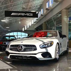 Woke up like this.  #nofilter #nomakeup #Mercedes #AMG #SL63 #SL #roadster #redbow #hot #freshface #nightpackage #Affalterbach #@mercedesamg @mbusa
