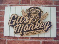 Letrero Retro en madera de GAS MONKEY realizado y pintado a mano. Decoración Retro & Vintage. www.actiweb.es/tumuebleconsolajvg