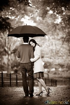 Couple in the rain. Nice pose idea.