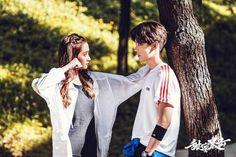 "Netizens say Guan Xiaotong looks manlier than Lu Han in their upcoming idol drama ""Sweet Combat. Asian Celebrities, Asian Actors, Korean Actors, Luhan, Words For Girlfriend, Guan Xiao Tong, O Drama, Cute Romance, Chinese Movies"