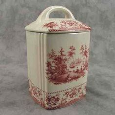 The color combines shades of brown on a light cream background. BROWN & CREAM PEACOCK TOILE MUG. Vintage Dishes, Vintage China, Antique Dishes, Style Anglais, Red And White, Red And Pink, Country Farm, Country Kitchen, French Country